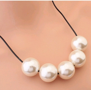 A537  Pearl Necklaces