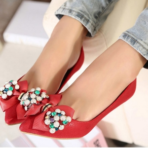 Red wedge shoes with bow