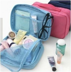Travel pouch for cosmetics